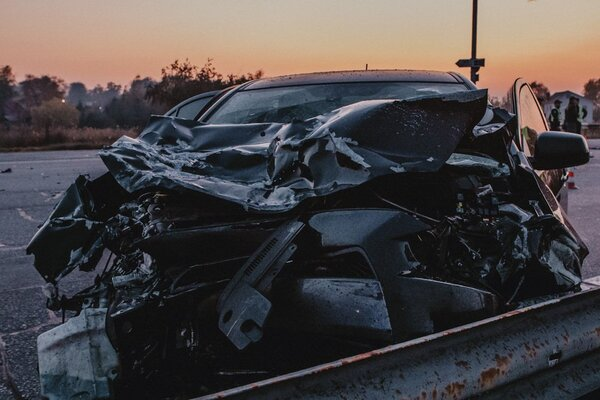 Частини машини по всій дорозі: в Дніпрі сталася страшна ДТП. Загинув поліцейський