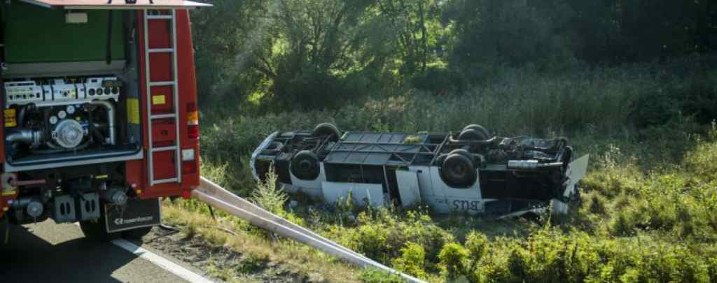 """""""В тяжкому стані"""" : В Угорщині розбився мікроавтобус з українцями. З'їхав з узбіччя"""