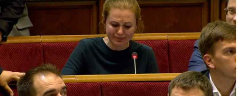 """""""Заспокойтесь, вам ще народжувати!"""" : Нардепка від """"Слуги народу"""" розплакалася просто під час засідання. Якесь знущання"""