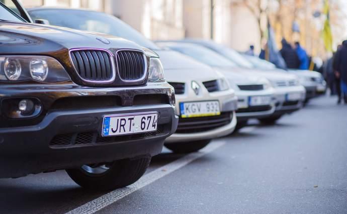 """""""Побажання врахують, але не всі"""" : Депутати вводять нові правила для """"євроблях"""" . Які зміни очікують водіїв?"""