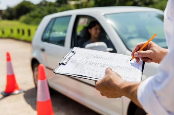 """""""До автошколи йти не потрібно буде"""": отримання водійських посвідчень за новими правилами"""