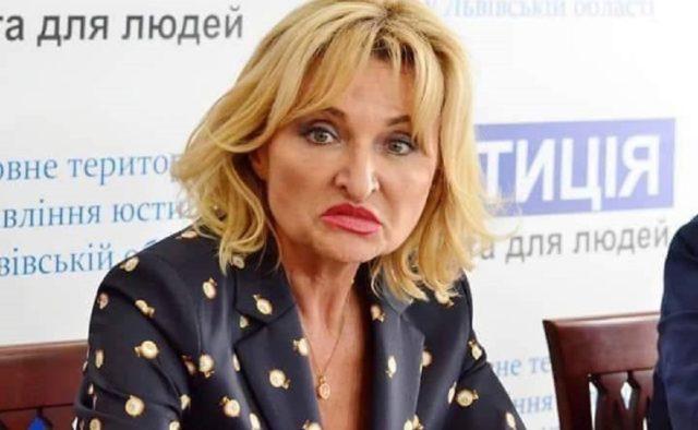 """Луценко відпочиває! """"Слуга народу"""" засвітила брендовим аксесуаром в Раді. Більше 46 тисяч гривень"""