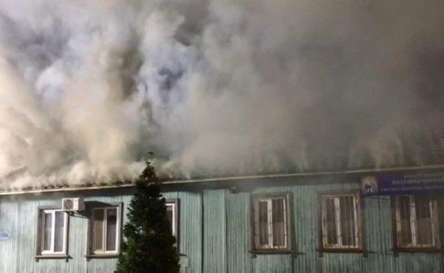 Пекельний вогонь: страшна пожежа знищила школу в Одесі. Рятувальники кинули всі сили на порятунок!