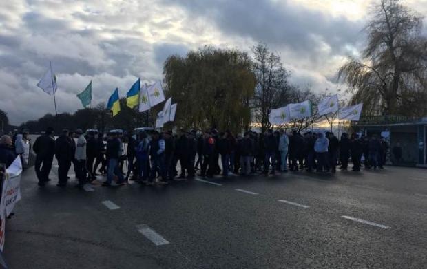 Протести сколихнули країну – люди перекривають дороги! Українці терміново звернулись до Зеленського