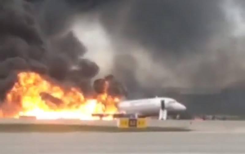 Паніка в аеропорту Одеси! Люди поспіхом залишають літак, діти в сльозах. Подробиці інциденту