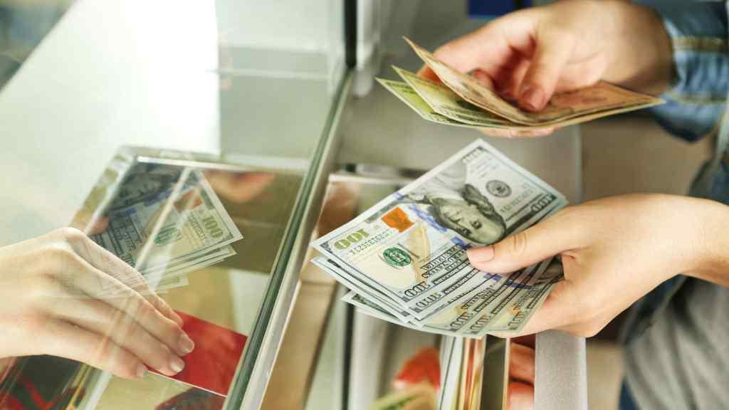 Долар здивує українців: курс валют приготував щось нове. Гривня не здається!