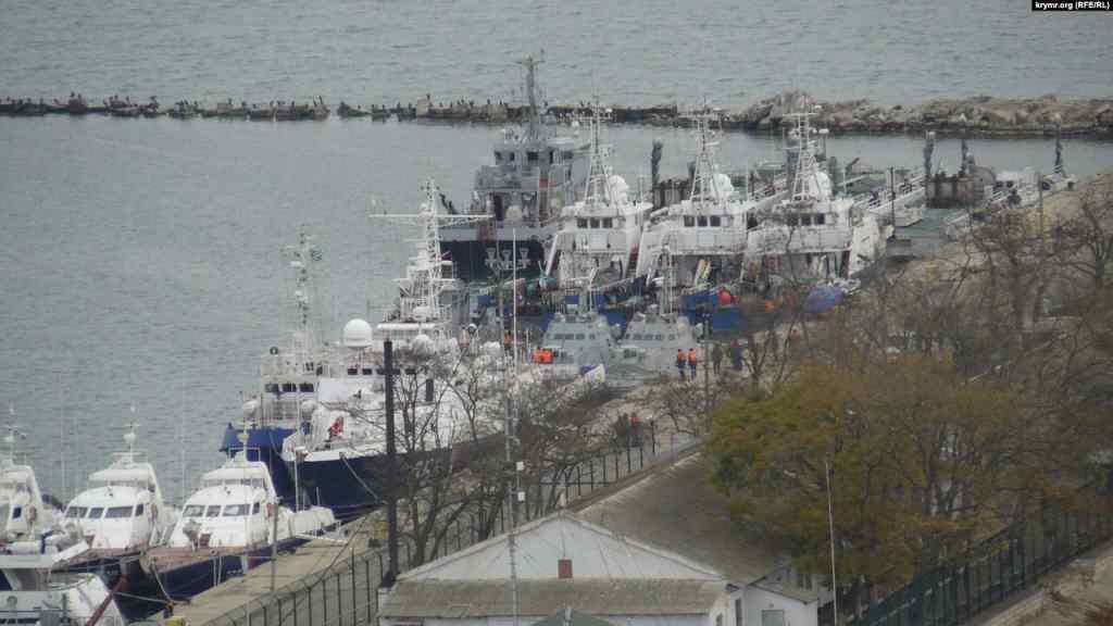 Затримані Росією українські кораблі покидають Керч – росЗМІ