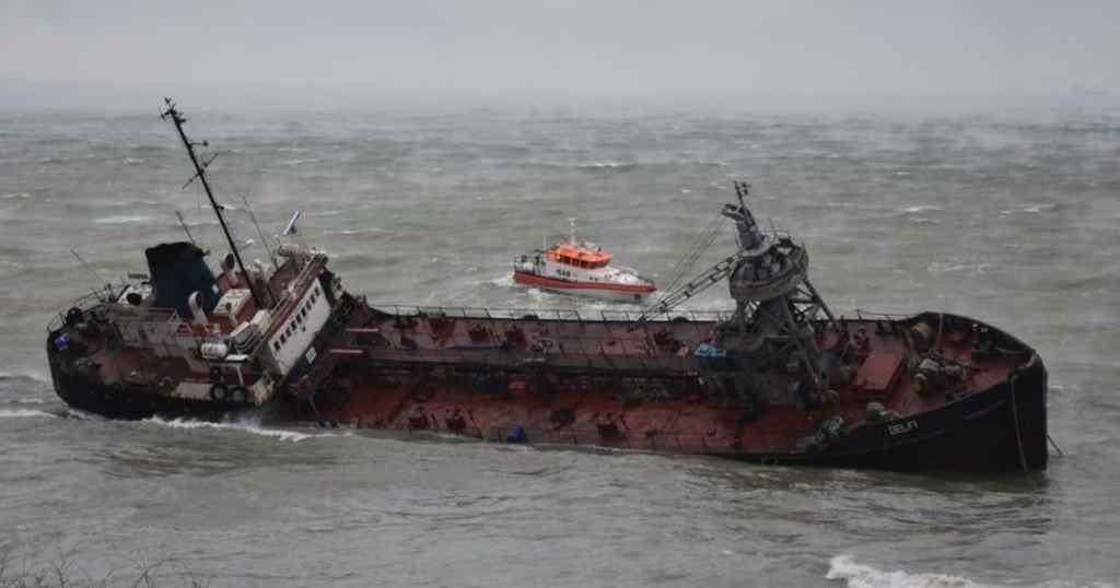 """""""Перевищує допустиму норму в…"""" : Під Одесою нафтопродукти вилилися в море. Наробило збитків!"""