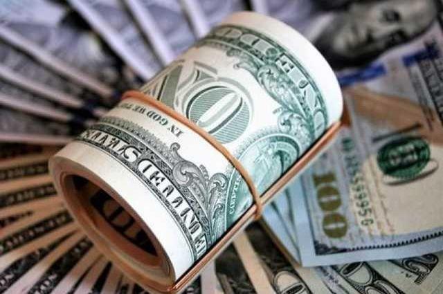 Відразу на декілька… Долар приготував неприємний сюрприз! Українці не поспішають в обмінник