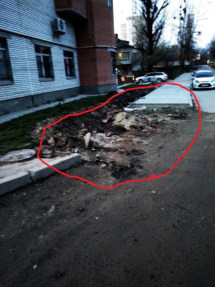 #CадовийвідремонтуйЛьвів: скільки ще люди мають ходити по розібраному тротуарі? Виділіть окрему ділянку!