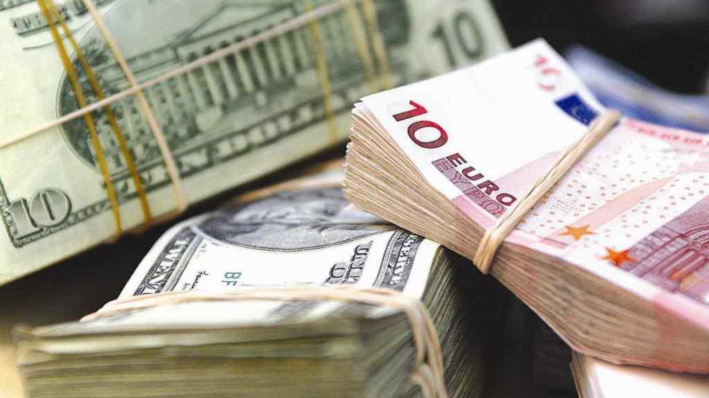 Долар і євро стрімко втрачають свої позиції : курс валют на 21 листопада