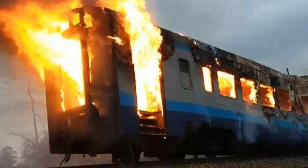 Охоплений вогнем! На Миколаївщині загорівся потяг з пасажирами. Підняли тривогу!