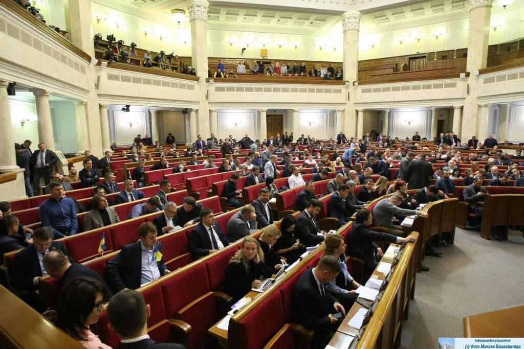 """Не можуть вижити на зарплату! Українців звинуватили у злочинах нардепів. """"Як мінімум, $5000"""""""