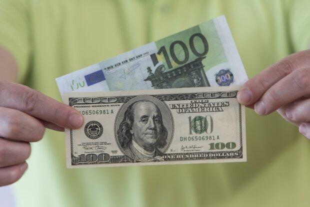 Наносить удар за ударом! Курс долара на 28 листопада вражає. Чого варто боятись вже в кінці року?
