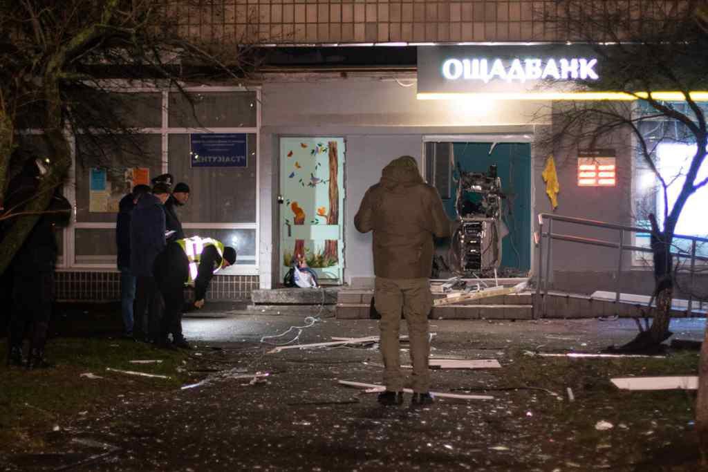 Газова суміш і касети грошей: спливли жахливі подробиці вибуху Ощадбанку в Києві. Українці в шоці!