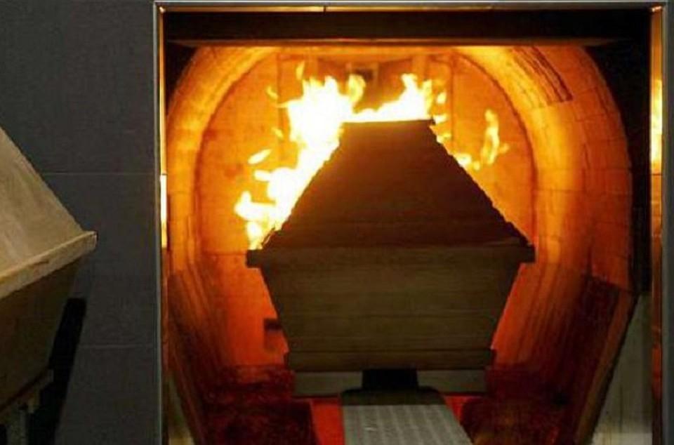 Родичі до останнього намагалися врятувати: жінка отямилася під час кремації. Моторошні подробиці