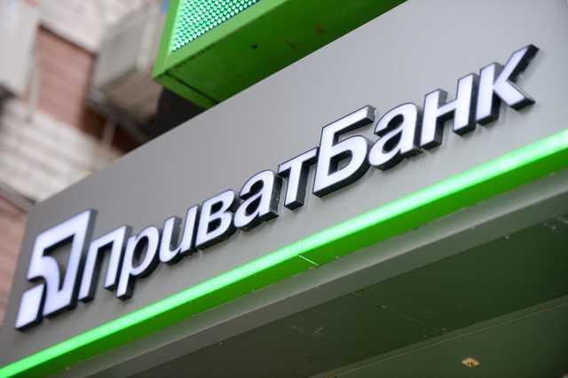 «14400 гривень були зняті з карти»: Приватбанк знову в центрі гучного скандалу. Гроші не повернули