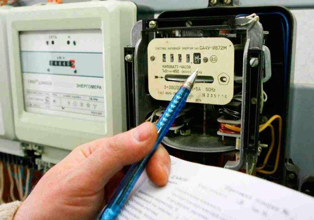 """Українцям перерахують тарифи на електроенергію. Категорії """"обраних"""" не пощастить. Все що потрібно знати"""
