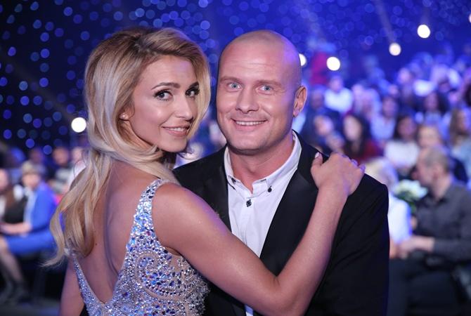 """""""Ще б вилізла на нього"""": Узелков після розлучення засвітився у компанії гарячої блондинки. Боржемська ридає!"""