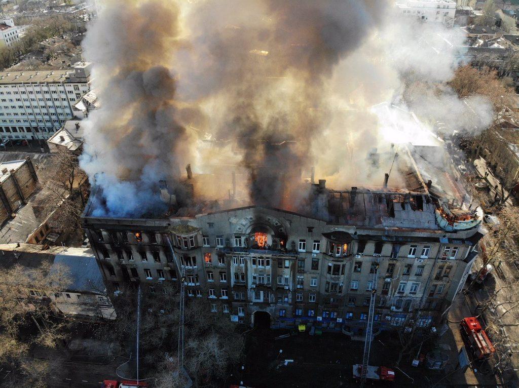 Знайшли труп п'ятої жертви: в Одесі визнали, що в згорілому коледжі живих вже немає
