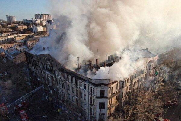 Тіла поки не можуть ідентифікувати: З-під завалів в Одесі дістали ще двох загиблих
