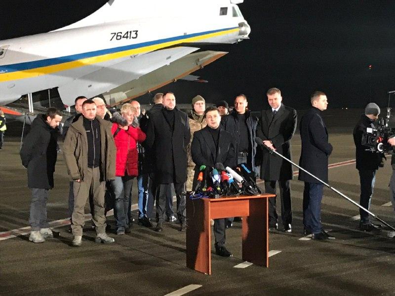 """""""Ми повертаємо живих!"""": Зеленський емоційно прокоментував обмін ексберкутівців. """"Рішення непросте і політичне"""""""
