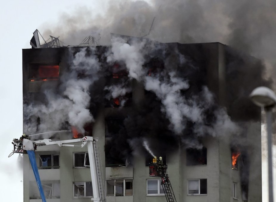 Масштабний вибух у багатоповерхівці: 5 людей загинуло. Родичі б'ють на сполох