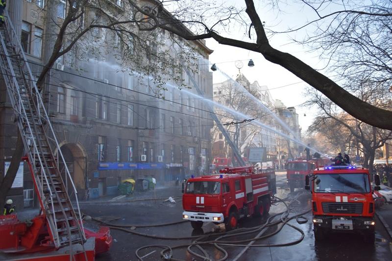 """""""Люди в паніці"""": Одесу сколихнула ще одна пожежа. """"У пожежних були порвані шланги для гасіння"""""""