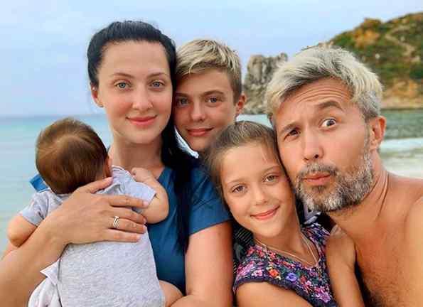 """""""Як зворушливо!"""" : Дружина Сергія Бабкіна поділилася милим сімейним відео. Присвятив сину!"""