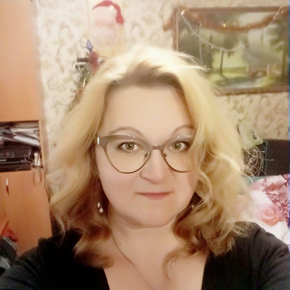 """""""Виводила дітей і поверталася у вогонь"""" : Що відомо про загиблу викладачку Одеського коледжу"""