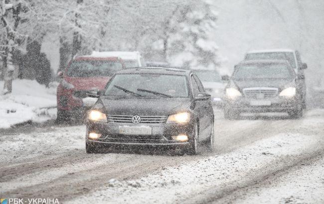 Погода продовжує бушувати: нові прогнози синоптиків не радуватимуть українців