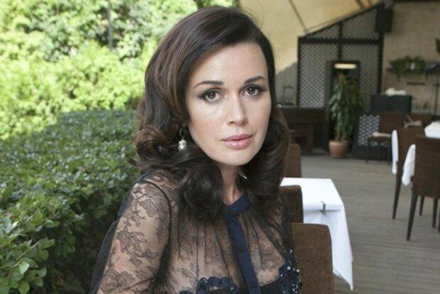 """""""Десь є межа цього знущання і хамства?"""": Анастасію Заворотнюк переслідують. Рідні актриси зробила гнівне звернення"""