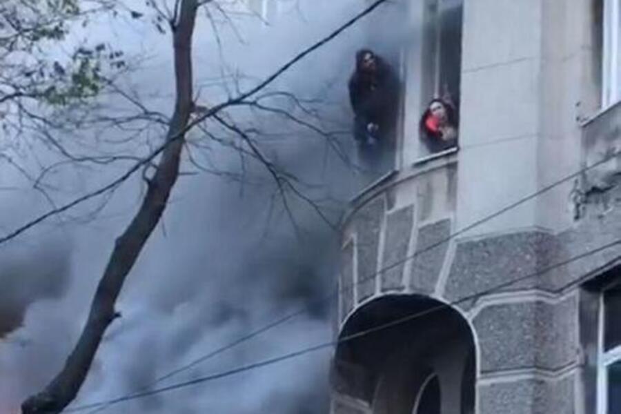 """""""Сьогодні вранці"""": В Одесі з-під завалів дістали ще два тіла. """"Сильно обгоріли, важко опізнати"""""""