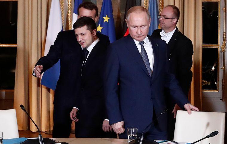 """Порошенко дав Росії потужний козир! Зеленський у Парижі виступив з жорсткою заявою. """"Кричать і гудуть"""""""