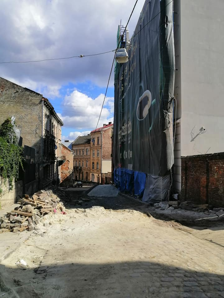 #CадовийвідремонтуйЛьвів: Повністю зруйнований тротуар становить загрозу для здоров'я пішоходів