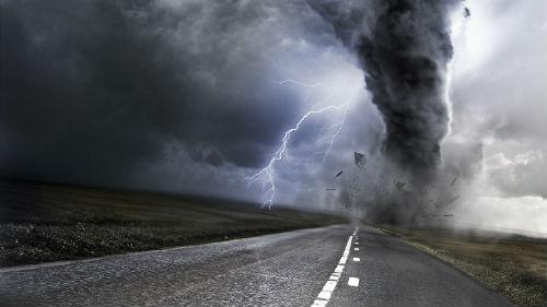 Смертельні урагани: Жахливі шторми забирають життя людей по цілій Європі