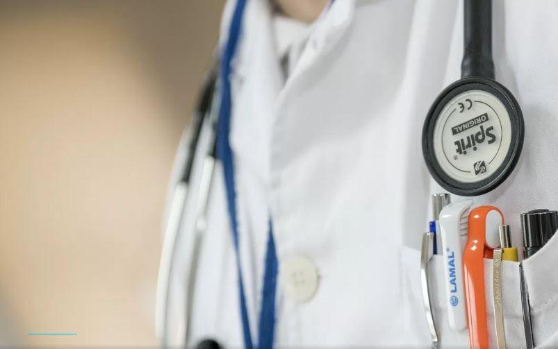Скандал у львівській поліклініці: Лікарка відмовилась приймати жінку на прийом через забобони