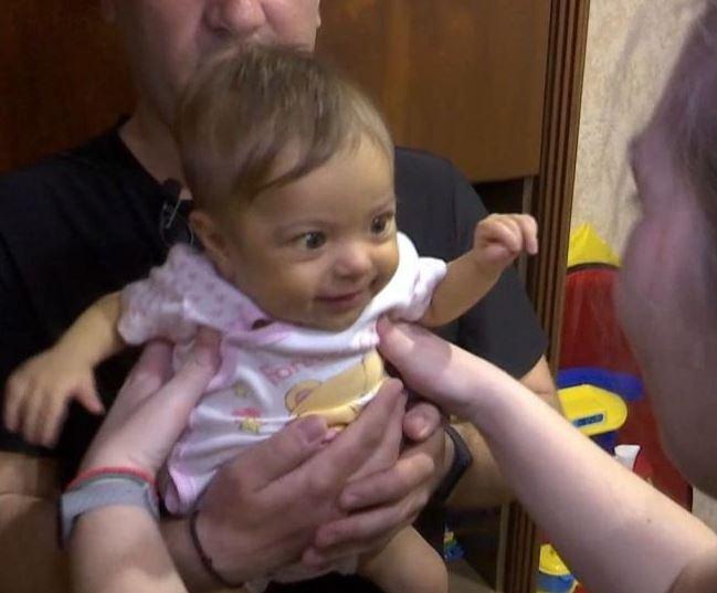 5-місячній Даринці провели термінову операцію. Батькам потрібно сплатити величезний борг лікарні