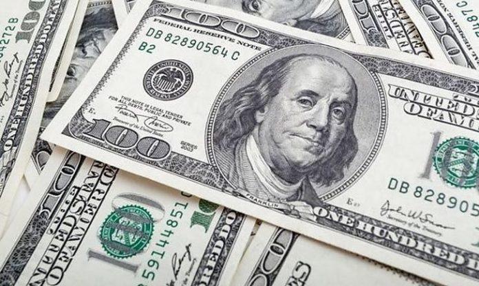 """Різкий зліт! Ціна на долар лякає """"стрибками"""". Чого чекати українцям від курсу валют вже в понеділок?"""