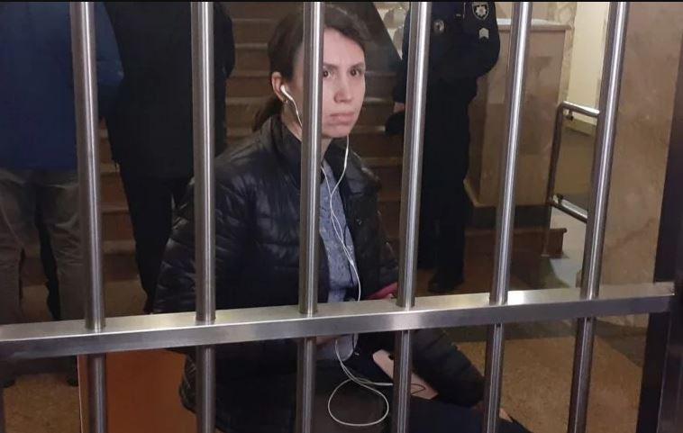 """""""Мене вбивали…"""": Тетяна Чорновол влаштувала істерику у будівлі ДБР. """"Я потерпіла на Майдані"""""""