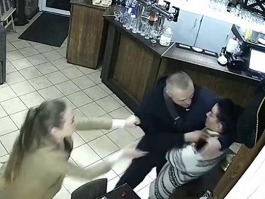 Пригрозив розправою. Друг скандального депутата Ківи напав на офіціантку. Покарання не уникне