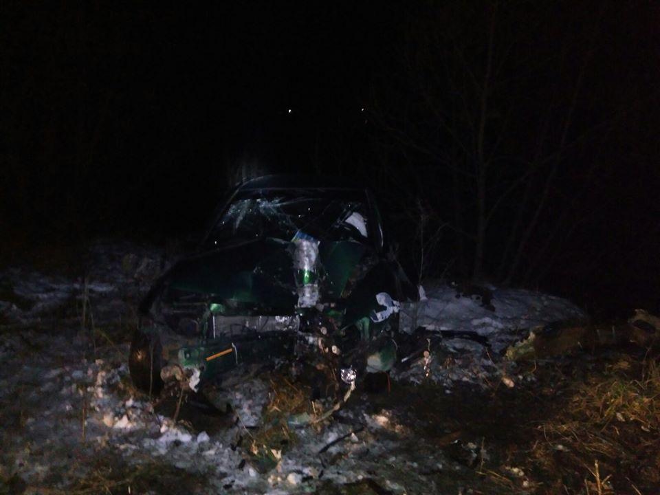 На повній швидкості у відбійник. На Самбірщині водій влаштував моторошну ДТП. Лікарі не змогли врятувати!