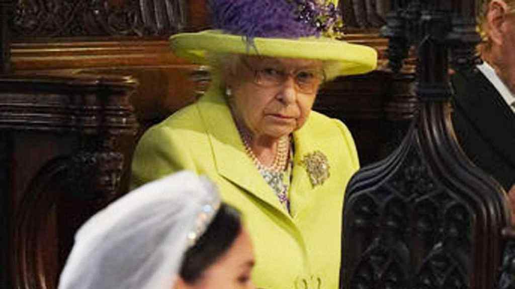 Єлизавета II налаштована рішуче: Королева скликає екстрену нараду через Маркл. Скандал просто так не зам'яти!