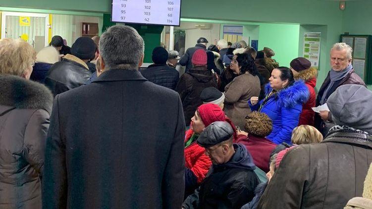 Пенсійна лихоманка: В Україні проблеми з виплатами. Вимагають довідку з банку