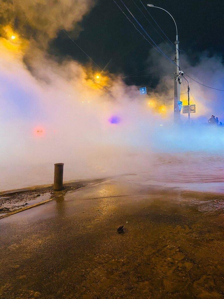 Справнє пекло у Києві: відвідувачі Ocean Plaza.благають про допомогу. Кадри шокують