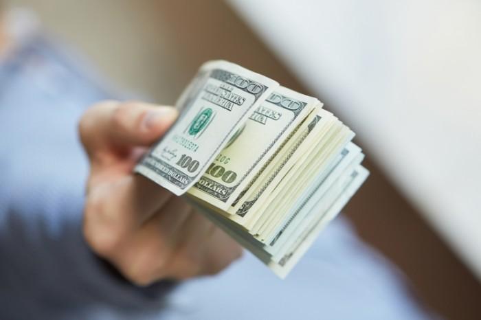 """Курс валют різко змінився: долар """"завдає удар"""" по гаманцях. До чого українцям варто готуватися?"""