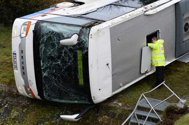 """""""Їхали на уроки"""": Шкільний автобус потрапив у страшну аварію. Є загиблі. Учні початкових класів"""
