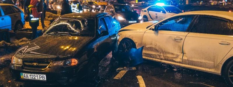 Страшна ДТП з 5 авто вразила столицю. Трьох постраждалих рятують лікарі