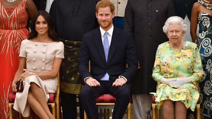 Екстрена нарада: Королева Єлизавета вирішує долю Меган Маркл і принца Гаррі