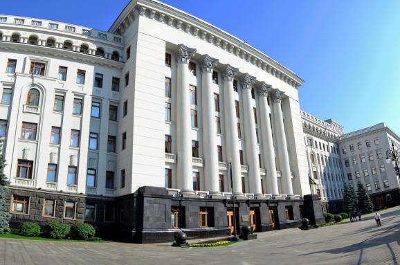 """""""Ганьба і звільнення!"""": під Офісом Президента розпочався мітинг. Вимагають відставку!"""